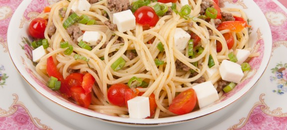 Spaghetti with Ground Beef and Fresh Tomatoes