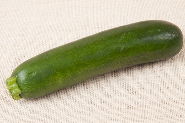 Zucchini Whole-9393